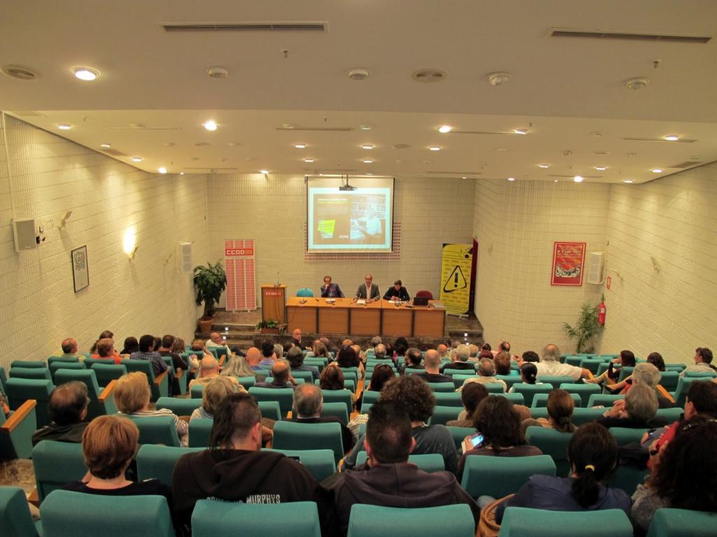 Vista general del salón de actos de CCOO de Alicante donde tuvo lugar la conferencia de Antonio Gutiérrez