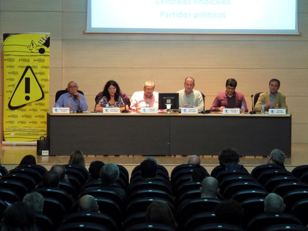 Imagen del debate entre sindicatos y partidos políticos organizado por la PIC y celebrado en el Club Información