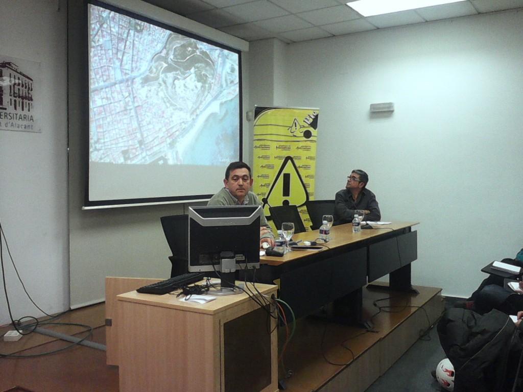"""El arquitecto y profesor Francisco Juan Martínez durante la conferencia sobre """"Patrimonio y ciudad"""""""