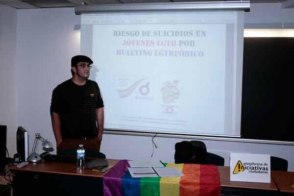 Ángel Amaro, responsable de Educación y Universidad de LGTB, durante el acto organizado dentro de las VIII Jornadas de la Ciudad