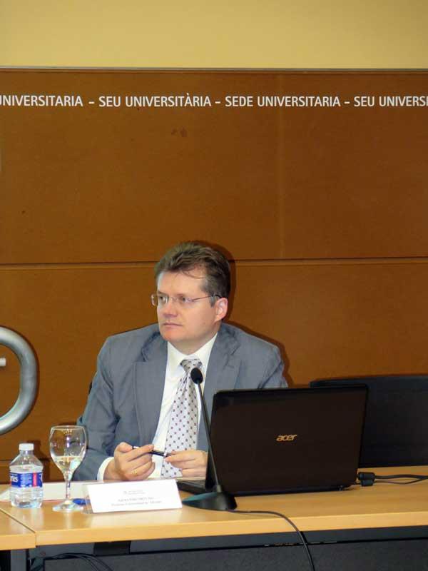 Armando Ortuño, profesor de la UA