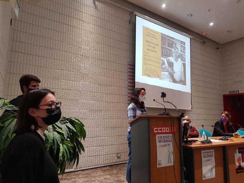Marina García, de Fridays For Future Alicante, durante su intervención en el acto de entrega del VII Premio Ramiro Muñoz